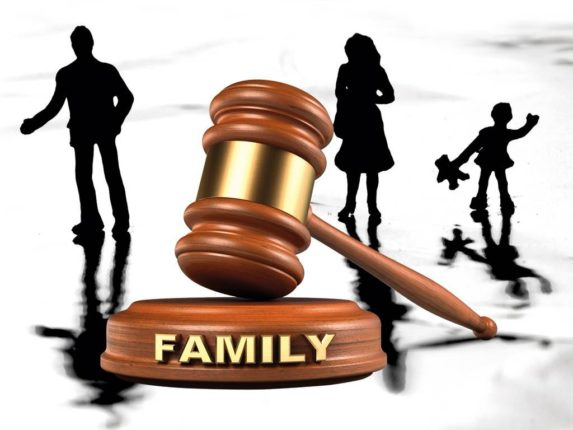 Hiring A Divorce Lawyer For Yourself