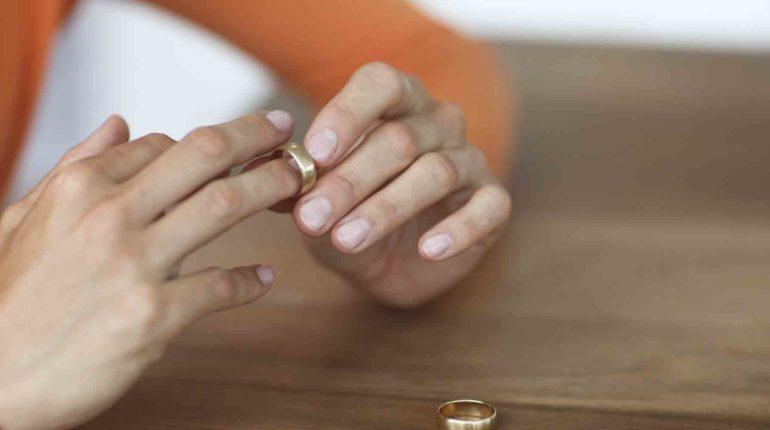Why You Need A Divorce Lawyer Of Your Own